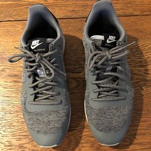 Nike Women's Internationalist, grey, size 7.5